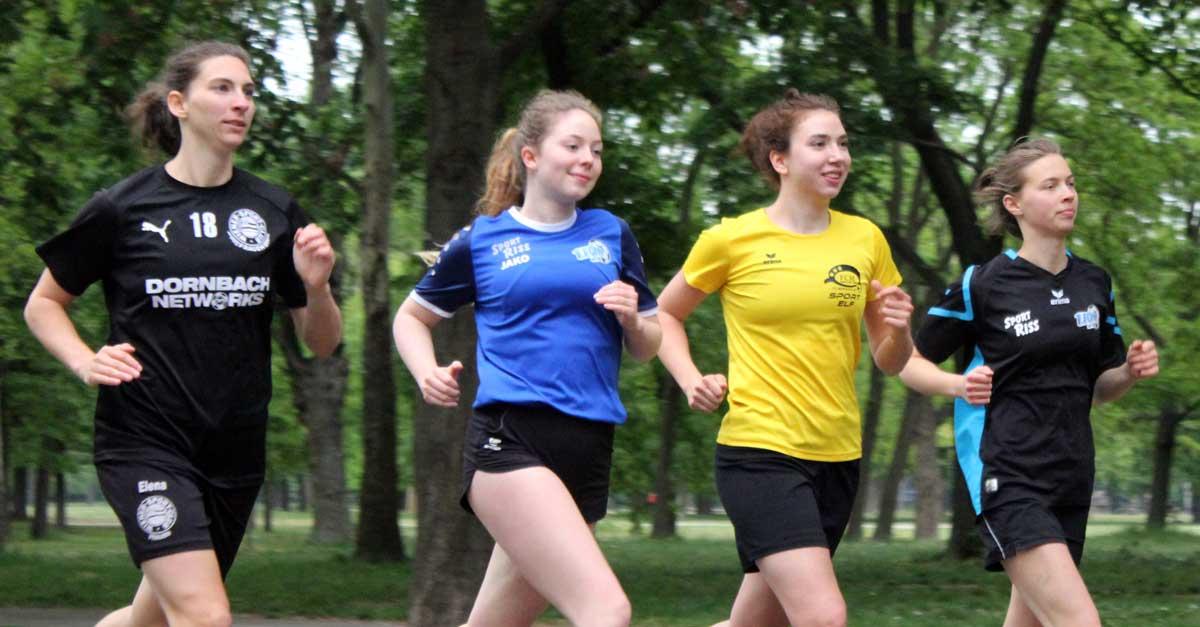 wiener frauen-fussballerinnen trainieren für den frauenfussball-lauf 2020